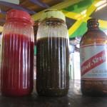 drei Freunde, die unbedingt dazugehören, Ketchup, Jerksauce + Red Stripe (Jamaican Beer).