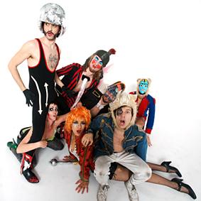 Bonaparte werden mit Clash-Elektro-Trash-Punk das Rocken am brocken 2010 headlinen.