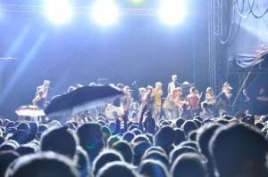 SANTIGOLD rockt mit Fans das GROSSSCHOTT.