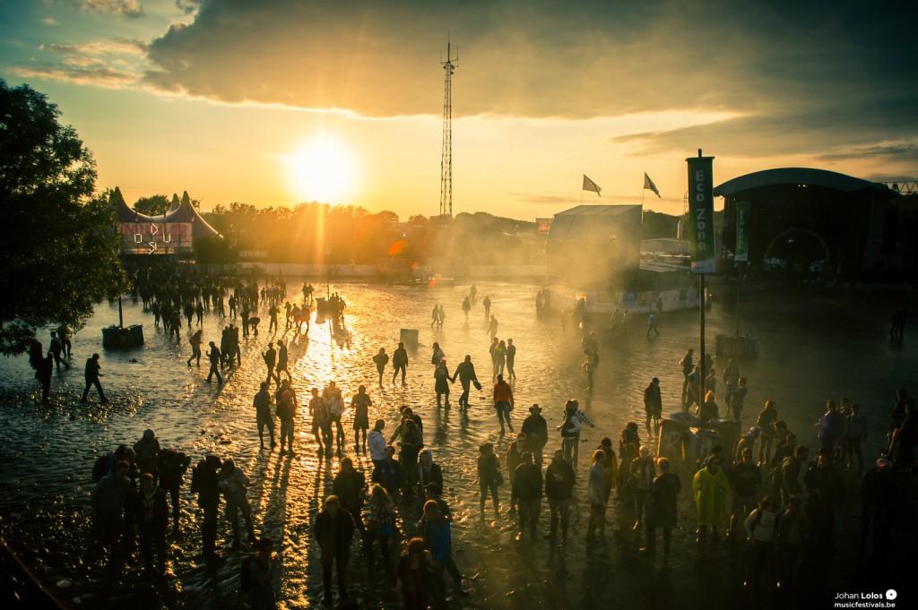 Sonnenuntergang am letzten Dour-Festival-Tag
