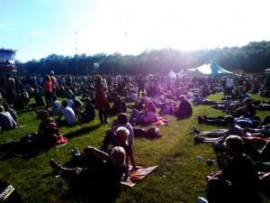 Bestes Festivalwetter lädt zum entspannten betrachten aus der Ferne ein.