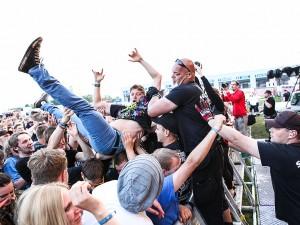 fans2_reloadfestival_2013