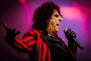 Mehr als 75.000 Besucher beim größten Heavy-Metal-Festival der Welt. Rund 120 Bands standen auf dem Programm. Hier Alice Cooper