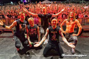 Hütte Rockt 2016: Die Donots reißen die Hütte ab! Die Fans tanzen und singen dass die Erde bebt. Foto André Havergo